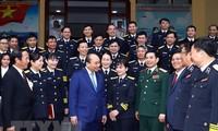 Premier vietnamita revisa trabajos de disposición combativa de la Armada