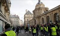 """Francia: Manifestaciones de los """"chalecos amarillos"""" siguen por 14 semanas consecutivas"""