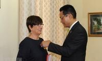 Vietnam condecora a la ex embajadora belga con distinción de amistad