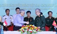 Vietnam y Singapur por afianzar cooperación en defensa