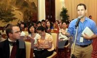 外務省、外国人記者支援で座談会を開く