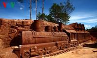 ダラットの「彫刻トンネル」(2)