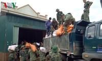 ソンラ省、救援物資を受け取る