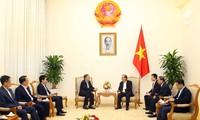 ビン副首相、シンガポールの内務次官と会見