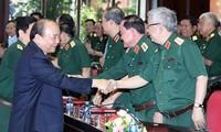 フック首相、軍隊党委の会議に出席