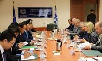 ギリシャを訪問中のミン副首相の活動