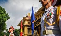 外務省 ASEAN旗の掲揚式を開催