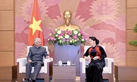 ガン国会議長、UNICEFのベトナム事務所長らと懇談