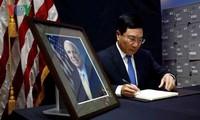 ベトナム、Jマケイン氏の死を悼む