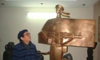 ベトナムの彫刻家タ・クアン・バオ氏