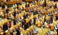 国連、クアン主席に黙とうをささげる