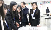 日本企業、交流の中で人材を探る