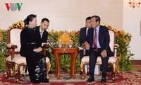ガン国会議長、カンボジア首相と会見