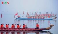 ハノイ西湖で竜ボートレース