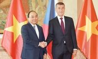 ベトナム ルーマニア及びチェコとの協力空間を広げる