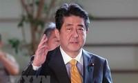 安倍晋三首相が欧米歴訪に出発