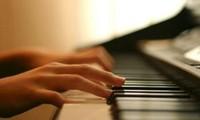 ベトナムのポップスのピアノ演奏