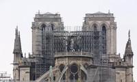 仏ノートルダム大聖堂、15日に火災後初のミサ
