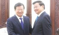 ズン副首相、ラオスの首相と会見