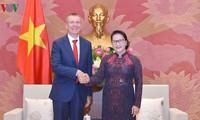 ガン国会議長、ラトビアの外相と懇談
