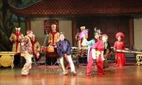 ダナン市の劇場で、トゥオン芸術「ベトナムの魂」劇を演じる