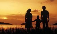 両親への思いを歌う