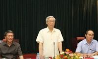 Sekjen KS PKV Nguyen Phu Trong  mengadakan temu kerja dengan Kementerian Pendidikan dan Pelatihan Vietnam