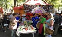 Menyosialisasikan kuliner  Vietnam di Belanda