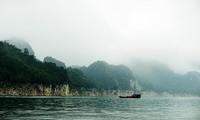 Thung Nai-Teluk Ha Long di tengah-tengah gunung dan hutan di daerah Tay Bac