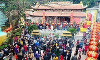 Datang berziarah pada awal Tahun Baru-satu aspek indah dalam kehidupan  spiritualitas  orang Vietnam