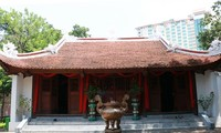 Mengunjungi Kuil Cau Nhi pada Musim Semi