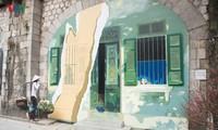 Jalan bergambar Phung Hung- tempat untuk mencari tahu tentang Kota Hanoi masa dulu