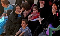 Ribuan orang  pulang kembali ke rumahnya setelah mencapai  permufakatan gencatan senjata  di Suriah Selatan