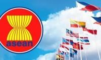 Viet Nam dan ASEAN  melaksanakan target-target   membangun Komunitas