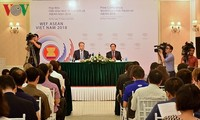 Menyosialisasikan Forum Ekonomi Dunia tentang ASEAN (WEF-ASEAN)