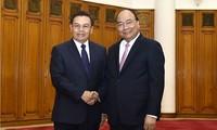 PM Viet Nam, Nguyen Xuan Phuc  menerima Ketua  Pengurus Besar Front Lao demi Pembangunan  Tanah Air, Saysomphone Phombihane.