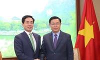 Deputi PM Viet Nam, Vuong Dinh Hue meminta kepada Lotte  supaya memperhatikan distribusi produk-prouduk OCOP