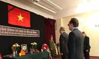Para pemimpin dari negara-negara dan organisasi-organisasi internasional mengirim tilgram belasungkawa dan mengirim rombongan untuk melayat Presiden Tran Dai Quang
