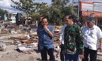 Gempa dan tusnami di Indonesia: Presiden Indonesia, Joko Widodo mengunjungi daerah yang terkana bencana