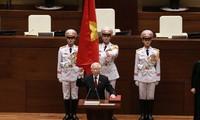Sekjen KS PKV, Nguyen Phu Trong  mengucapkan sumpah  memangku jabatan  sebagai Presiden Negara