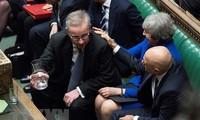 Pemerintah Inggris mengatasi pemungutan suara tentang mosi tak percaya
