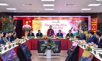 Ketua MN Viet Nam Nguyen Thi Kim Ngan  mengunjungi Bank Vietcombank, HDBank dan VietJet Air