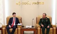 Letnan Jenderal Be Xuan Truong, Deputi Menhan Viet Nam menerima Deputi Menlu Republik Czech