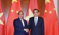 PM Viet Nam, Nguyen Xuan Phuc mengadakan pembicaraan dengan PM Tiongkok, Li Keqiang