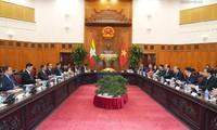 PM Viet Nam, Nguyen Xuan Phuc mengadakan pertemuan dengan Presiden Myanmar, Win Myint