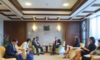 Viet Nam dan Singapura memperhebat kerjasama temu pergaulan rakyat dan kebudayaan
