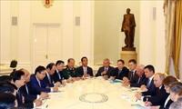 PM Viet Nam, Nguyen Xuan Phuc mengadakan pertemuan dengan Presiden Rusia, Vladimir Putin