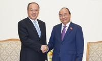 PM Viet Nam, Nguyen Xuan Phuc menerima Gubernur Provinsi Yunnan, Tiongkok, Ruan Chengfa.