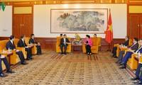 Ketua MN Nguyen Thi Kim Ngan mengadakan  pertemuan dengan  badan-badan usaha di Beijing
