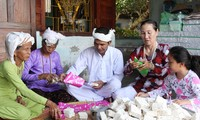Cham ethnic people in Binh Thuan celebrates Ramuwan Festival